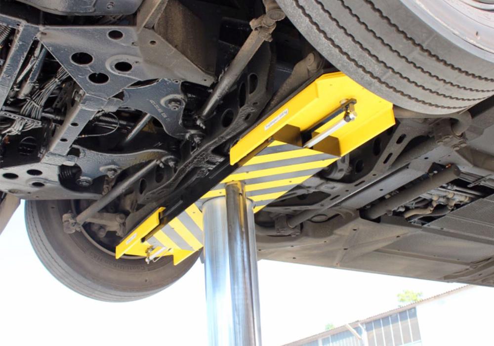 Motorized adapter adjustment